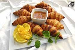 Croissanty z konfiturami i miodem lipowym