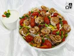 Sałata z pieczonym schabem i sosem majonezowym