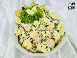 Sałatka z ziemniaków z jajkiem przepiórczym i kalafiorem