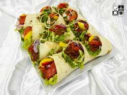 Burrito z chorizo, czerwoną fasolą i kukurydzą