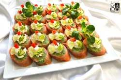 Ruloniki łososia ze szpinakiem i mascarpone
