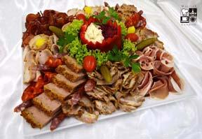 Patera mięs pieczonych z ćwikłą i chrzanem