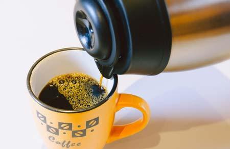 termos z kawą